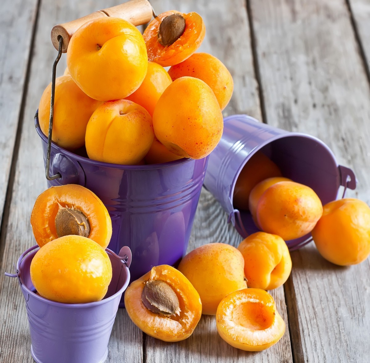 Jigsaw Puzzle Solve jigsaw puzzles online - Apricots and buckets