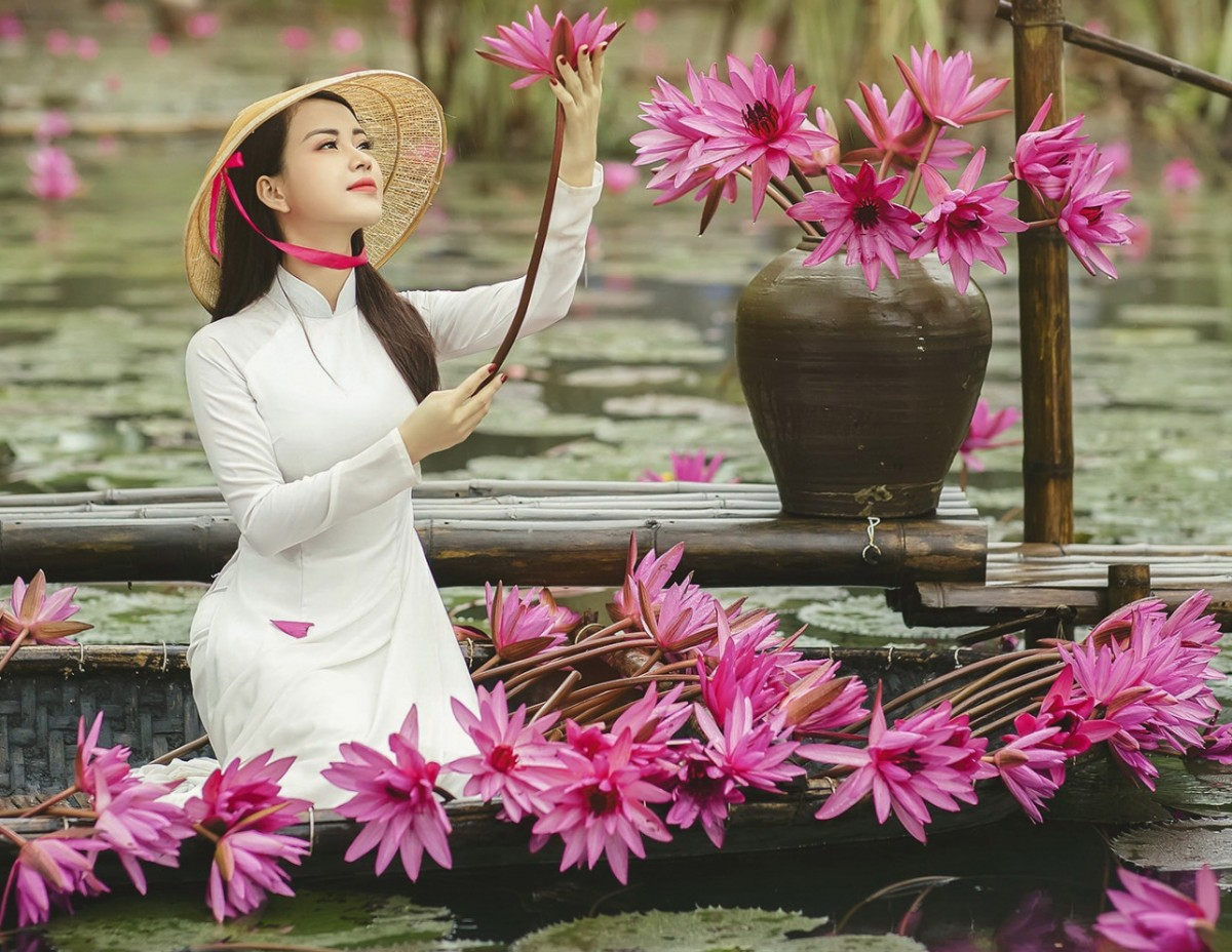 Jigsaw Puzzle Solve jigsaw puzzles online - Girl with lilies