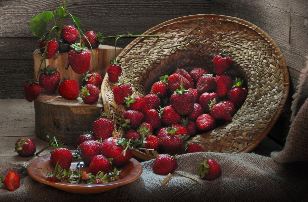 Jigsaw Puzzle Solve jigsaw puzzles online - Strawberry and hat
