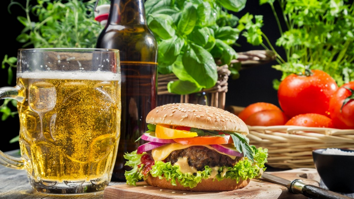 Jigsaw Puzzle Solve jigsaw puzzles online - Beer and a Burger