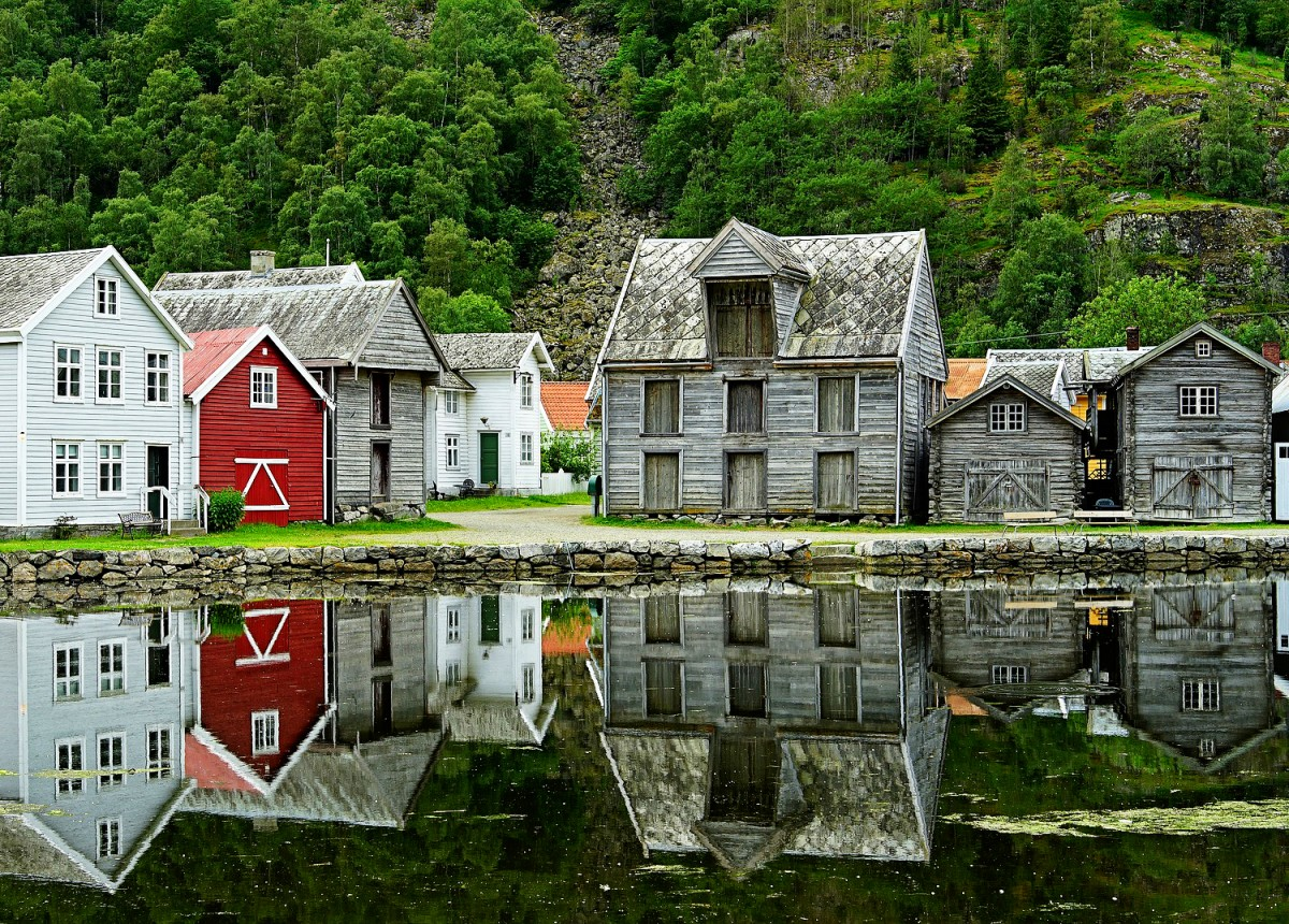 Jigsaw Puzzle Solve jigsaw puzzles online - A village on the coast