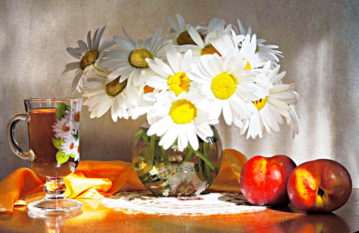 Jigsaw Puzzle Solve jigsaw puzzles online - Chamomile and nectarines
