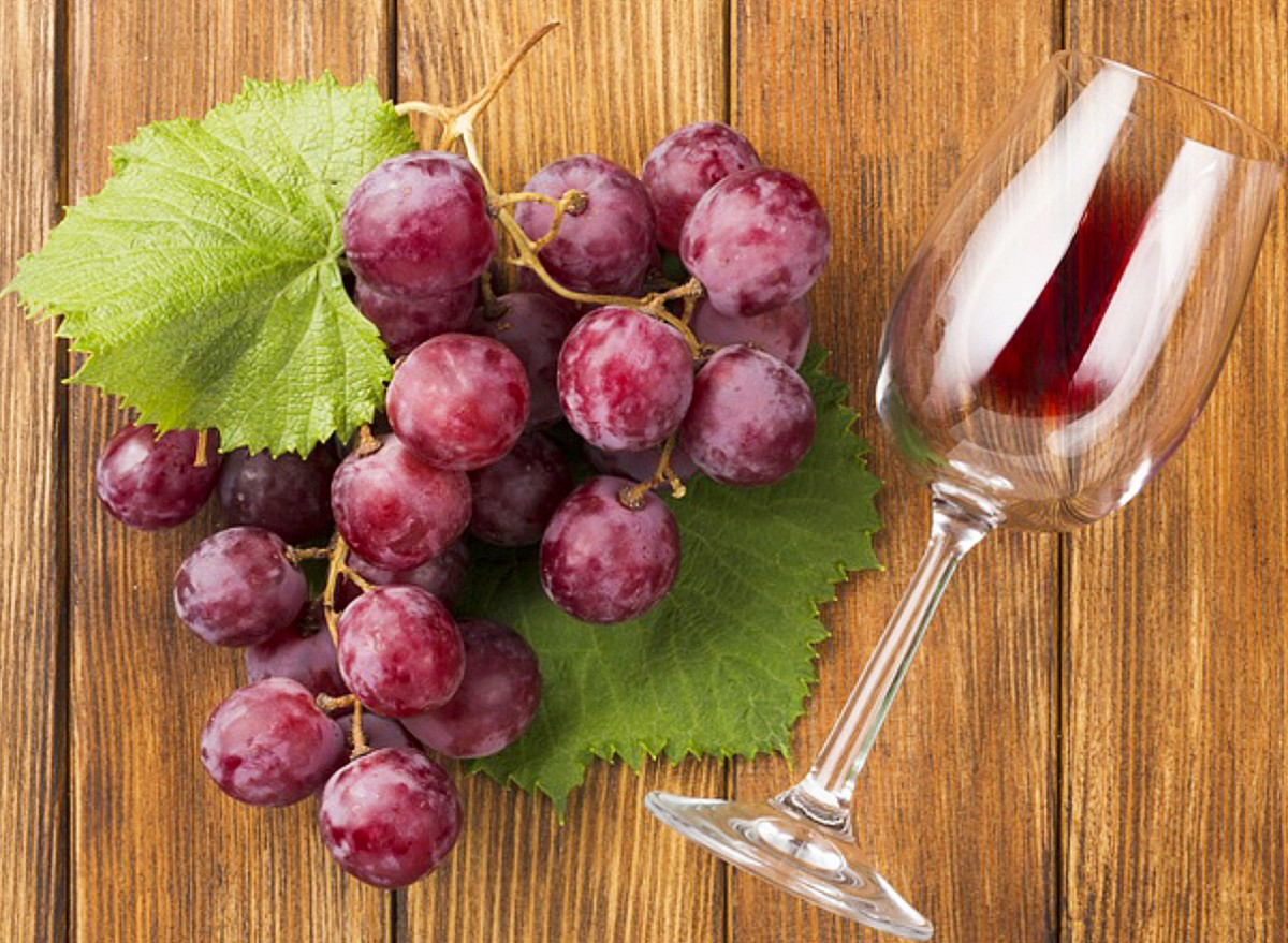 Jigsaw Puzzle Solve jigsaw puzzles online - Grapes and a glass