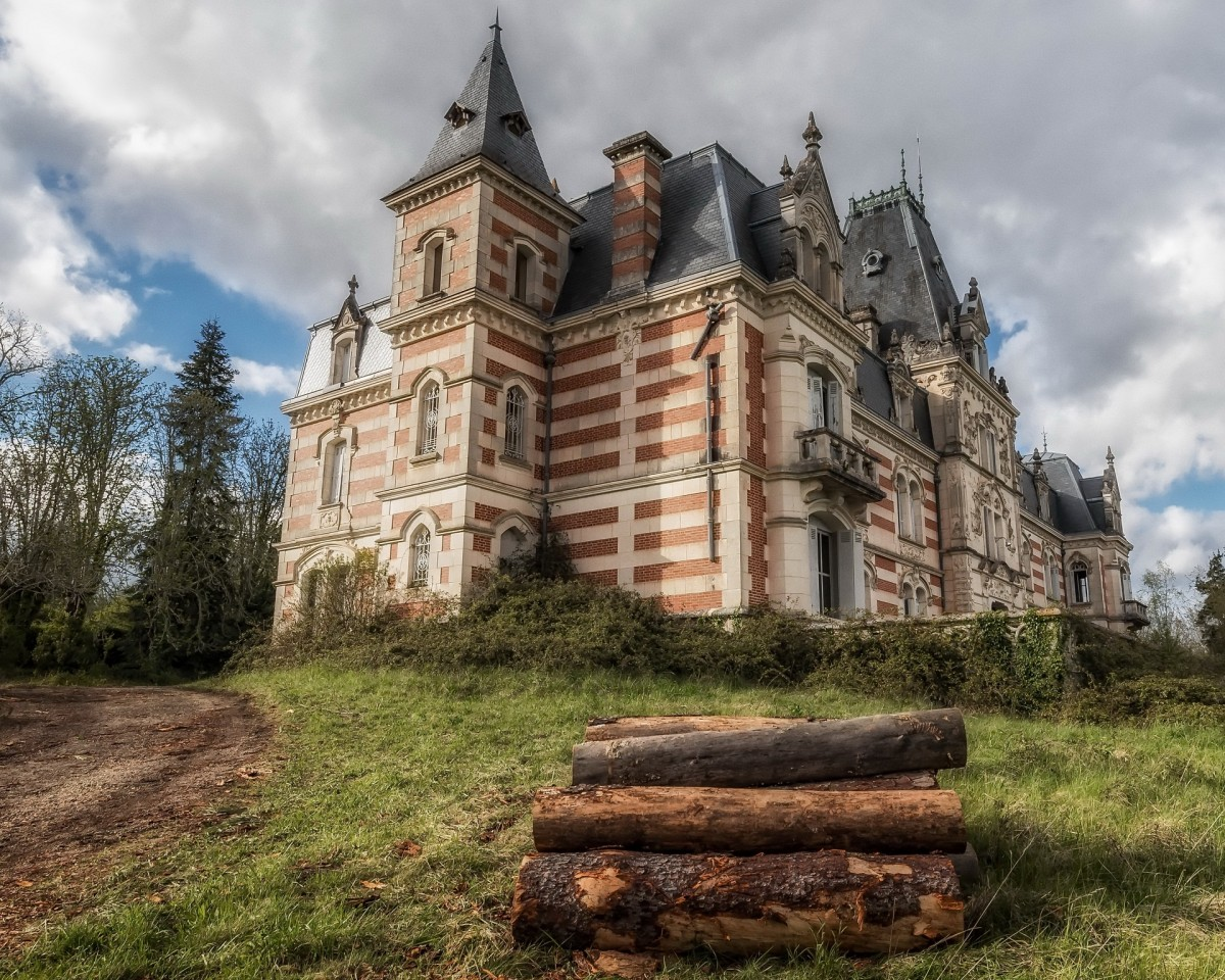 Jigsaw Puzzle Solve jigsaw puzzles online - Abandoned mansion