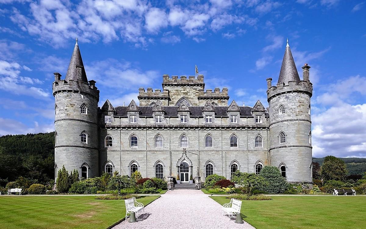 Jigsaw Puzzle Solve jigsaw puzzles online - Inveraray Castle