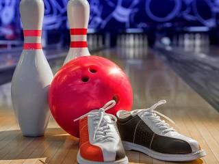 Собирать пазл The attributes of bowling онлайн