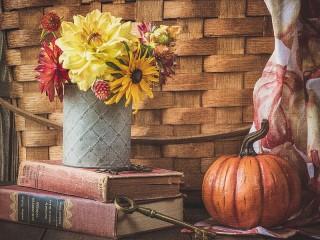 Собирать пазл Bouquet and pumpkin онлайн