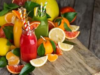Собирать пазл Bottles and citrus онлайн