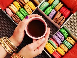Собирать пазл Tea and cakes онлайн