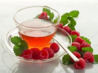 Собирать пазл Tea with raspberry онлайн