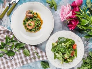 Собирать пазл Two dishes онлайн