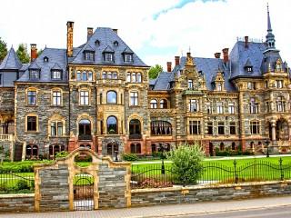 Собирать пазл The Palace at Lieser онлайн