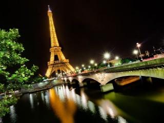 Собирать пазл Eiffel tower - Paris онлайн