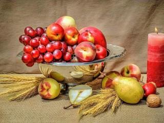 Собирать пазл Fruit and candle онлайн