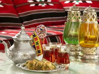 Собирать пазл Iranian tea party онлайн