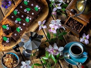 Собирать пазл Clematis and coffee онлайн