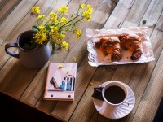 Собирать пазл Coffee and croissants онлайн