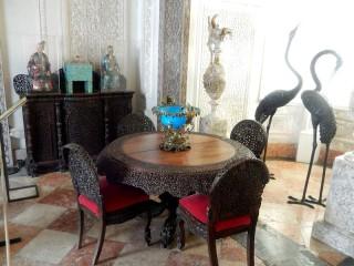 Собирать пазл Room in the palace онлайн