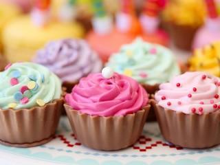 Собирать пазл Colorful cupcakes онлайн