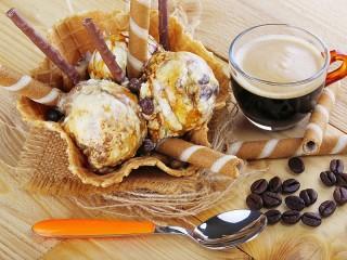 Собирать пазл Creme brulee and coffee онлайн