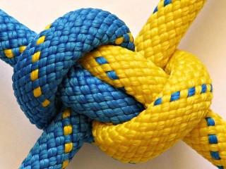 Собирать пазл A strong knot онлайн