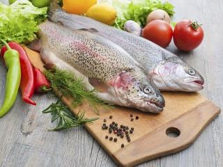 Собирать пазл Still life with fish онлайн