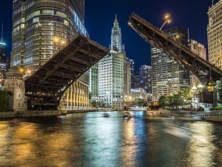 Собирать пазл Night Chicago онлайн