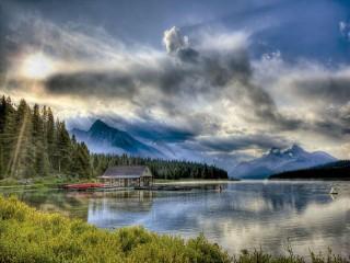 Собирать пазл Maligne lake онлайн