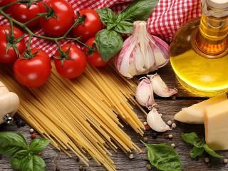 Собирать пазл Pasta with garlic онлайн