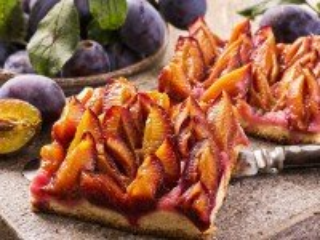Собирать пазл Pie with plum онлайн