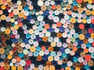 Собирать пазл Buttons онлайн