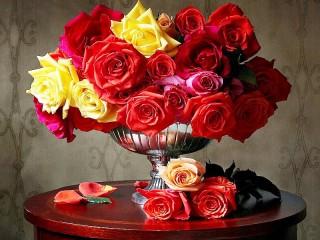 Собирать пазл Roses on the table онлайн