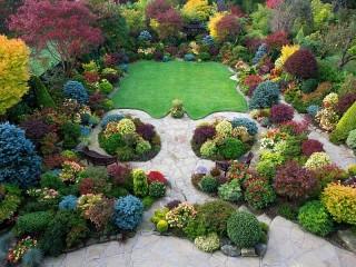 Собирать пазл Walsall garden in England онлайн