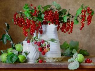 Собирать пазл Currants in the jar онлайн
