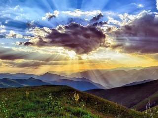 Собирать пазл The sun behind the cloud онлайн