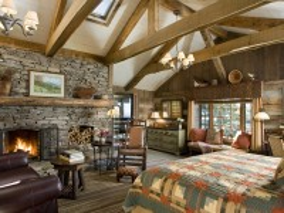 Собирать пазл Master bedroom with fireplace онлайн