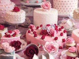 Собирать пазл Svadebnie torti онлайн