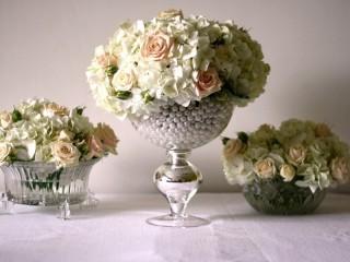 Собирать пазл Three bunches of roses онлайн