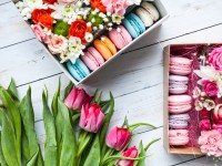 Собирать пазл Tulips and box онлайн
