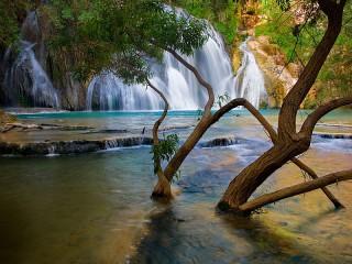 Собирать пазл Waterfall in Iceland онлайн