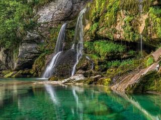Собирать пазл Waterfall in Slovenia онлайн