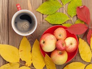 Собирать пазл Apples and coffee онлайн