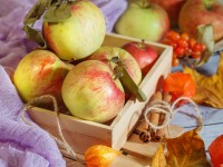 Собирать пазл Apples in a box онлайн
