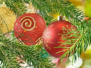 Собирать пазл Christmas balls онлайн
