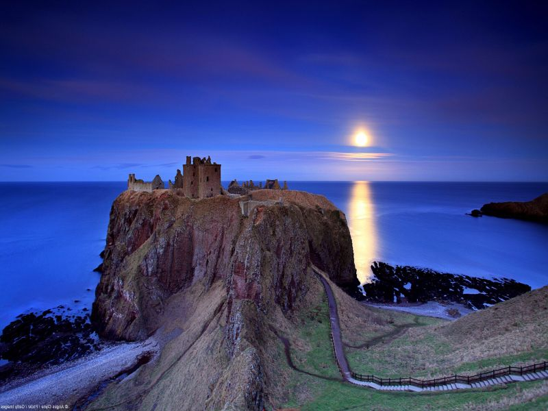 Jigsaw Puzzle Solve jigsaw puzzles online - The castle on the rock
