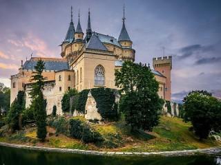 Собирать пазл Castle in Slovakia онлайн