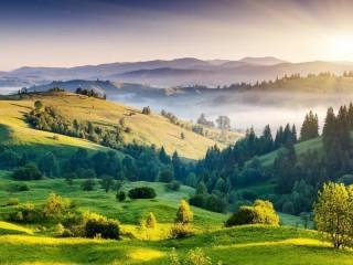 Собирать пазл Green hills онлайн