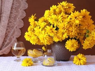 Собирать пазл Yellow rudbeckia онлайн