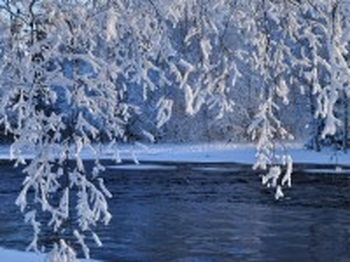 Собирать пазл Winter river онлайн